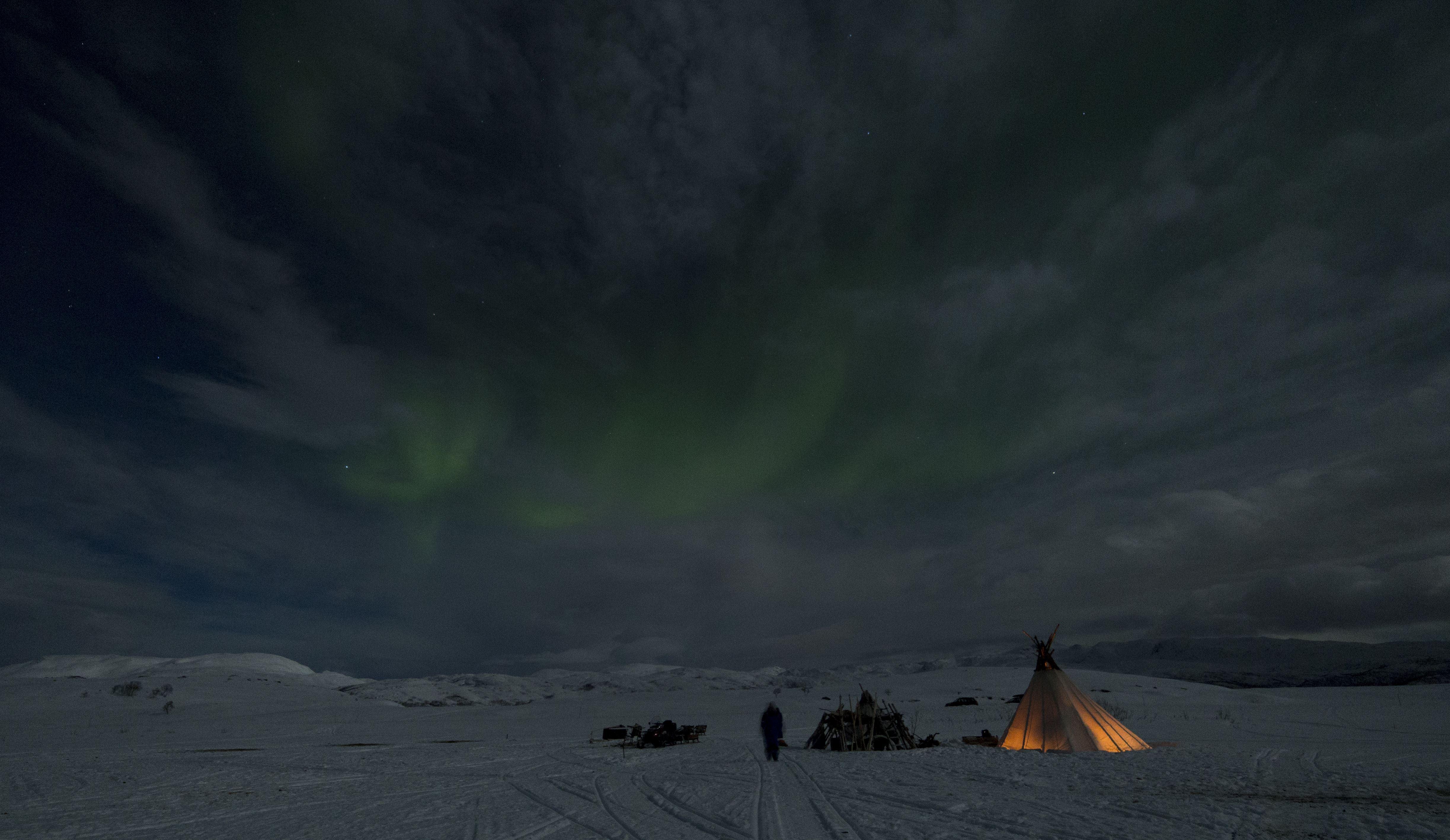 Overnatting i lavvo med nordlys - Sami Adventure