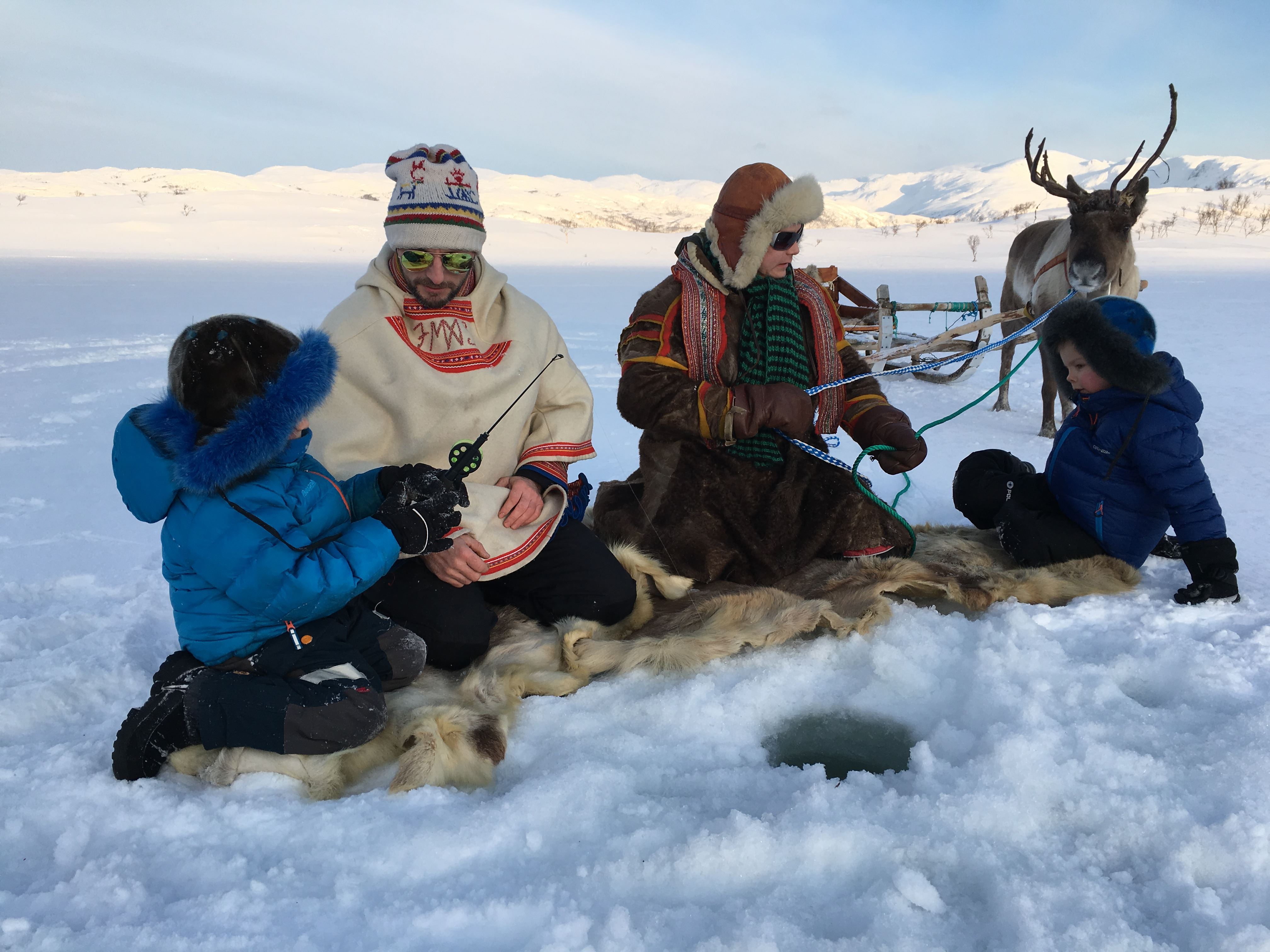 Isfiske på Dankarvåg Naturreservat – Sami Adventure