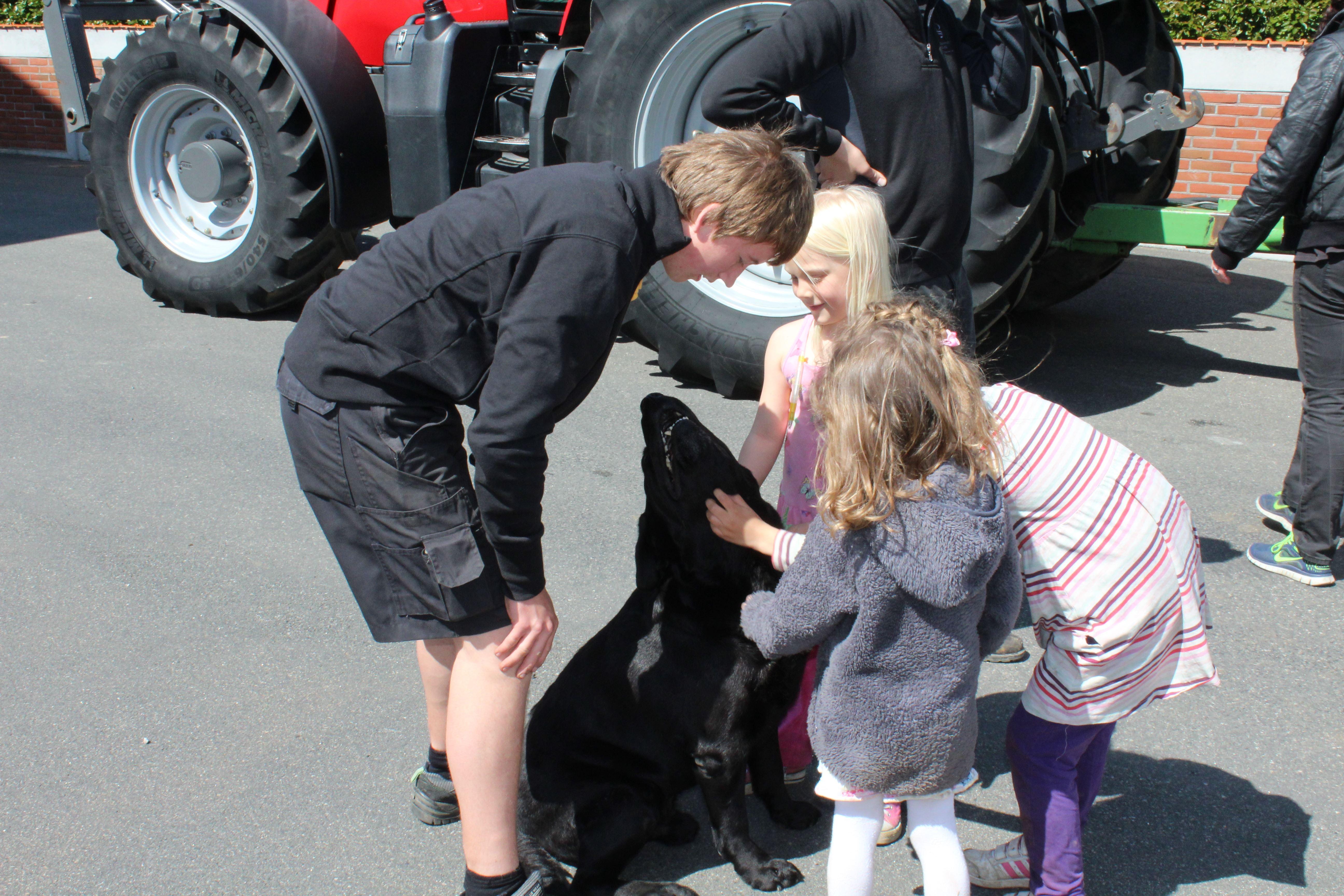 Påskvisningar för barn på Gunnarshögs Gård