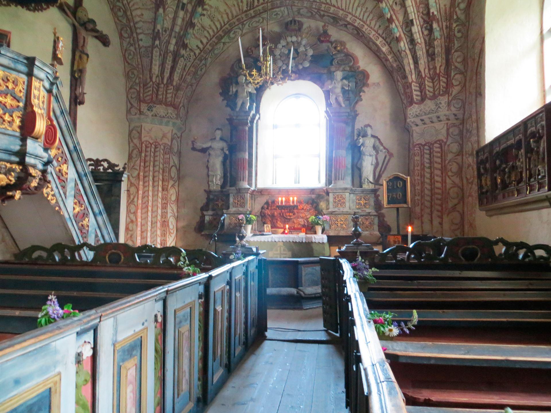 © Ådalsbygdens pastorat, Altare i Ytterlännäs gamla kyrka