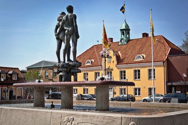 Serny Pernebjer, Ask & Embla - Statue