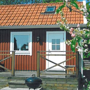 Cottage with 5 beds in Hällevik