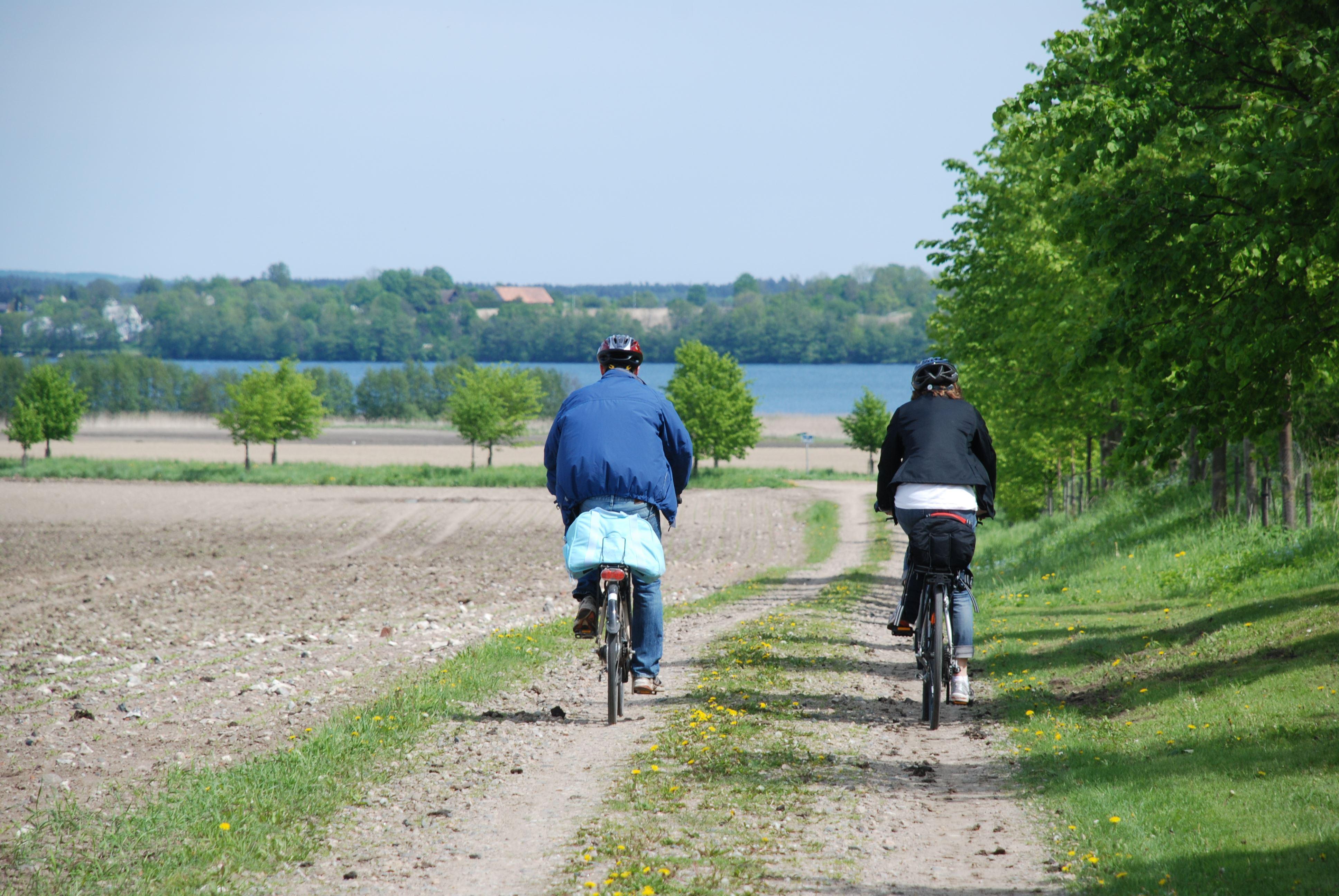 Cykla vid sjöarna i norr
