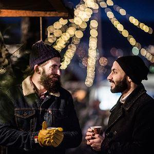 Foto: Sandra Lee Petersson,  © Copy: Visit Östersund, Två personer som dricker glögg
