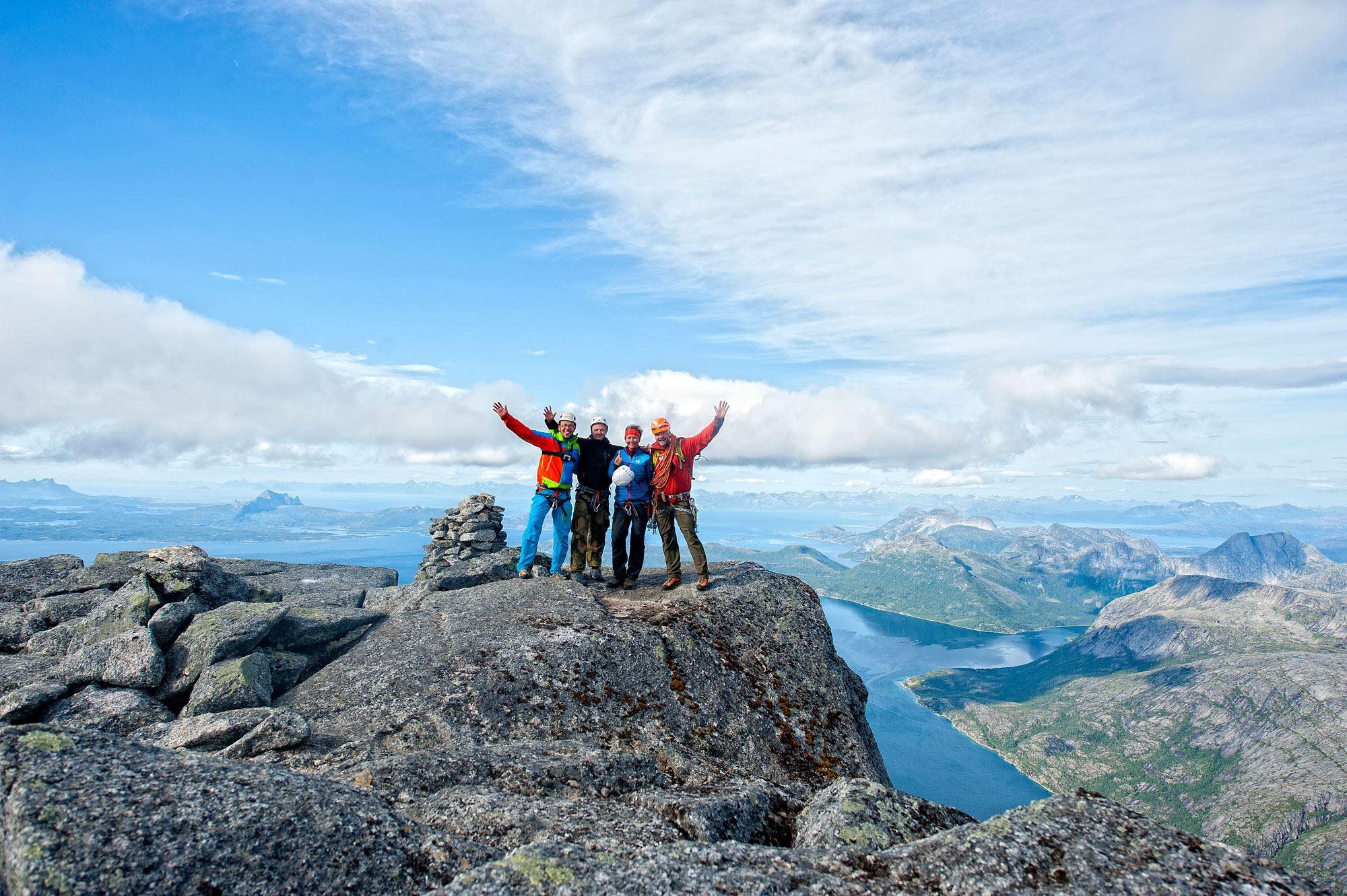 Bestig Stetind - Norges Nasjonalfjell - med en internasjonal sertifisert IFMGA Fjellguide.