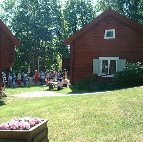 Folkdansuppvisning - By Folkdansgille med gäster från Holland