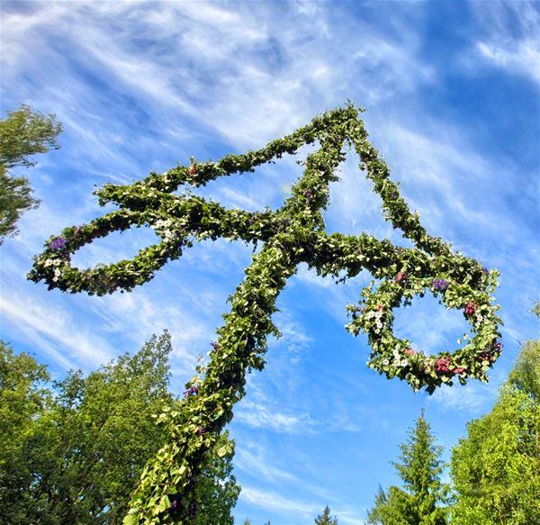 Midsummer celebration at Tjärö