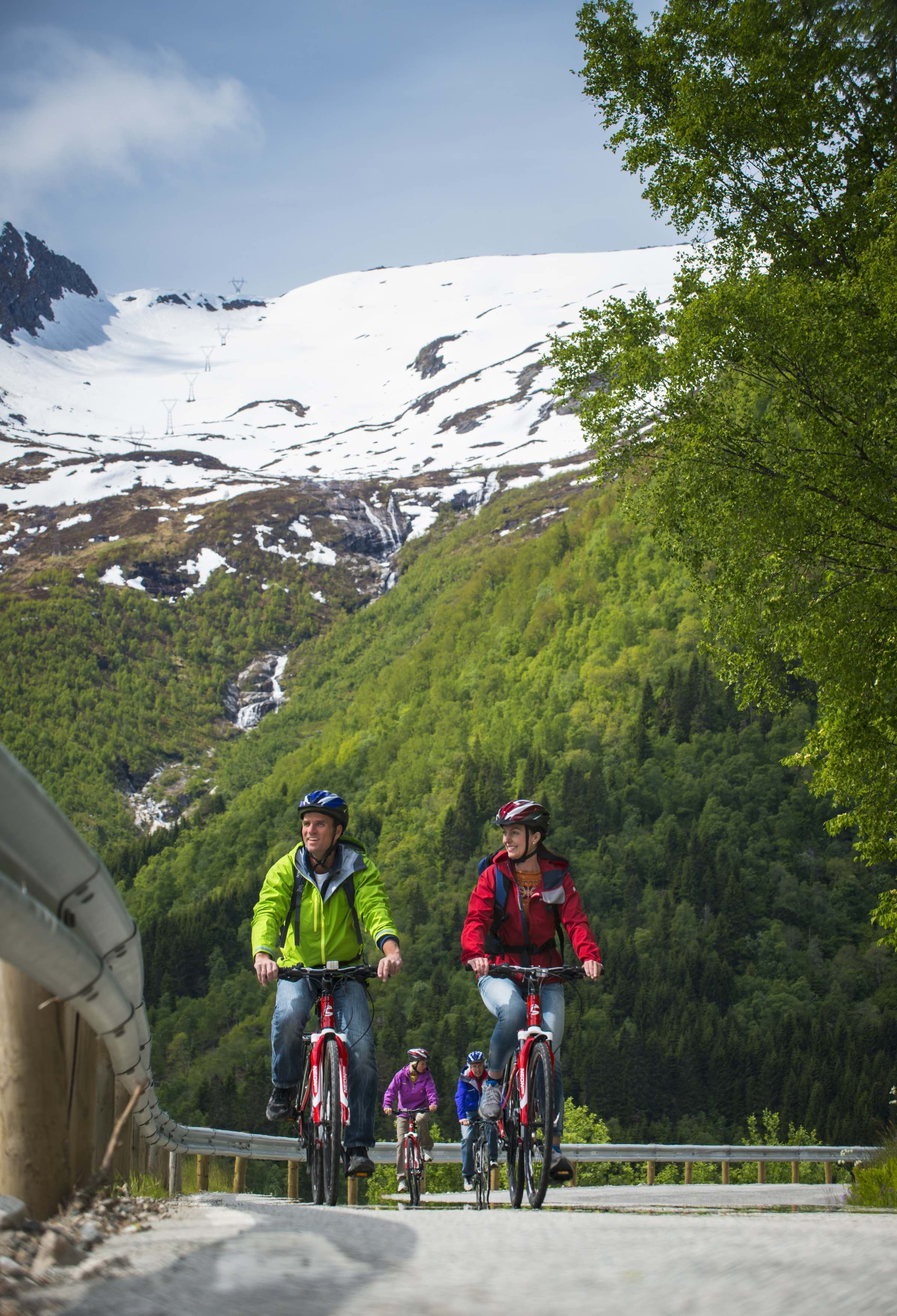 CH-Visitnorway.com,  © CH-Visitnorway.com, Bikes rental at 69 Nord Sommarøy Outdoor Center