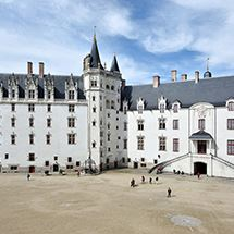 English Guided Tour: Anne of Brittany's castle + admission to the museum and the temporary exhibitions