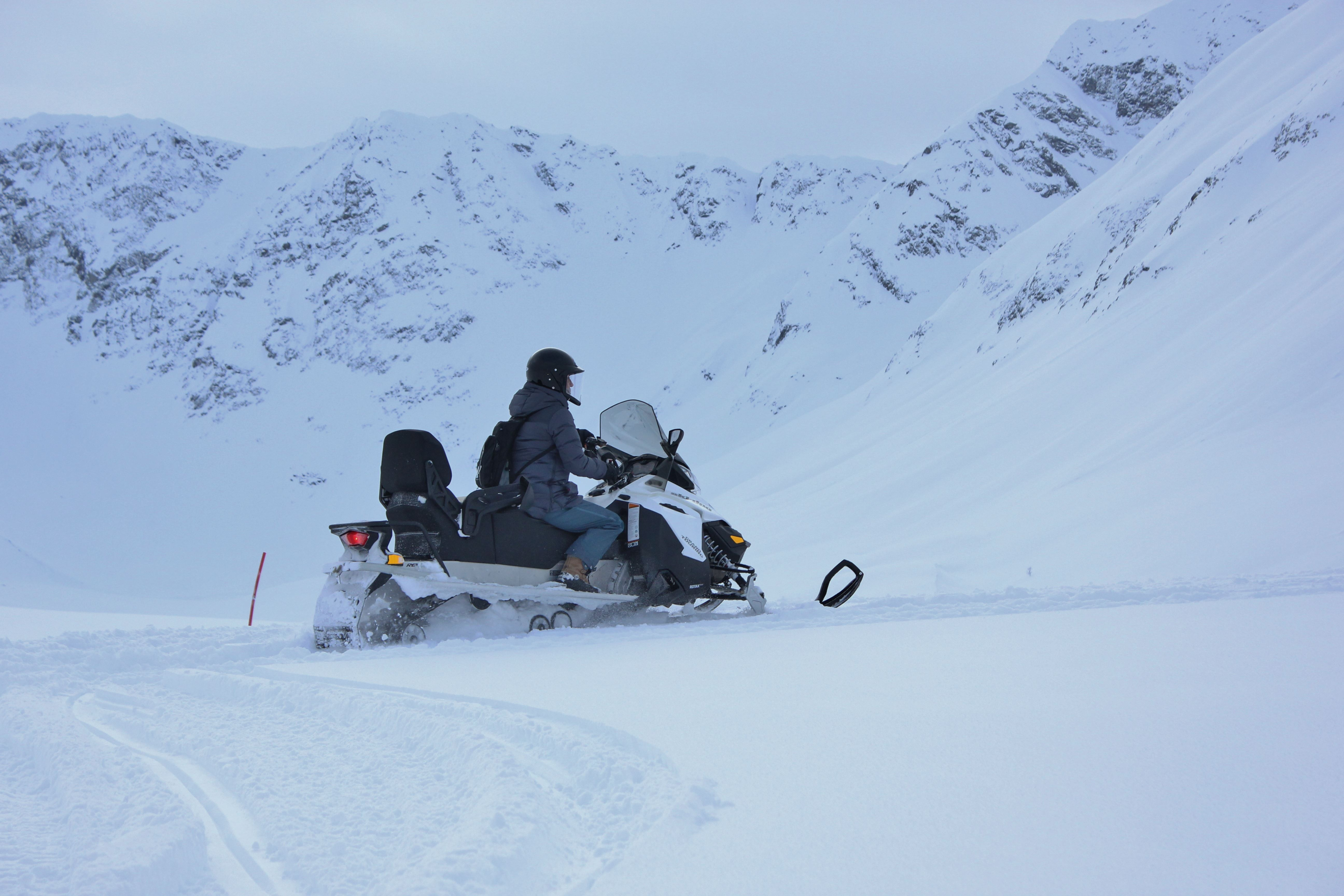 Snøscooter safari i Lyngen – Aurora Alps