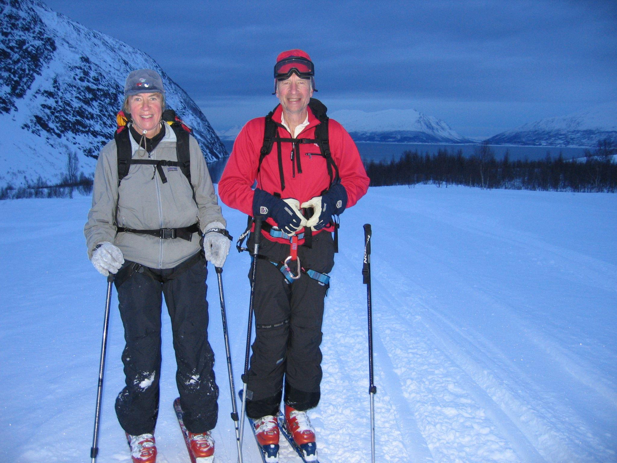 På langrennski på kanten av Tromsø – Kveldstid - Aurora Alps