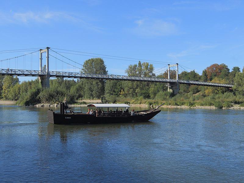 Upstream cruise and aperitif
