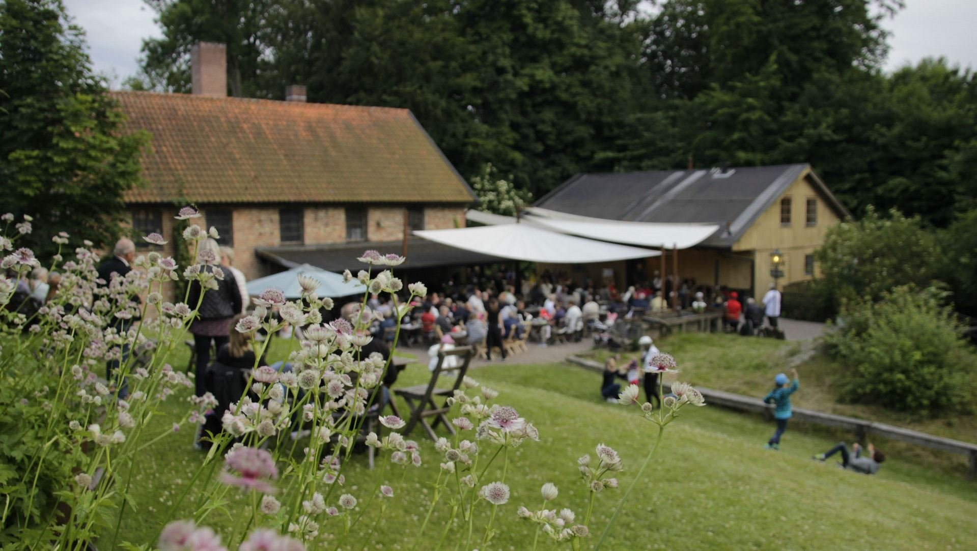 BBQ evenings and livemusic at Wallåkra Stone Factory
