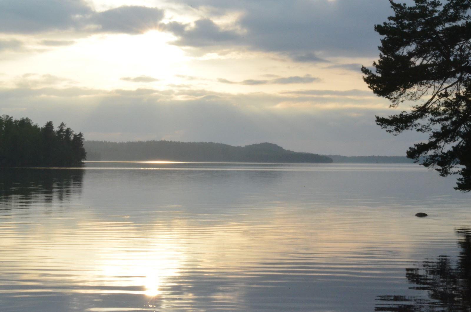Hjälten, Larstorpasjön, Kållstorpasjön