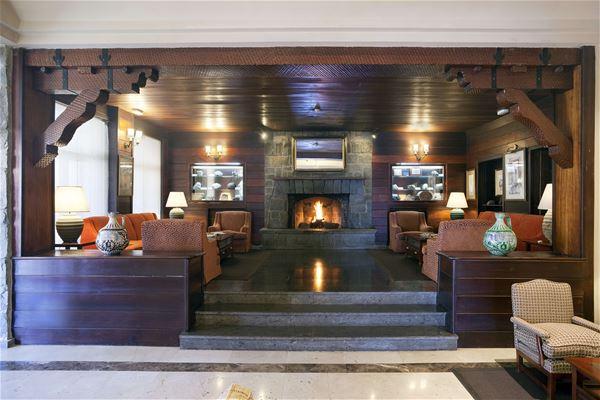 Mys vid brasan, Parador Hotel Canadas de Teide, Teneriffa, Signaturresor