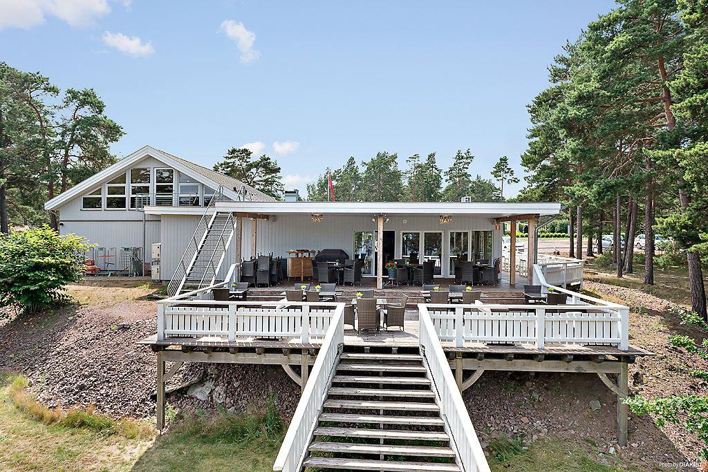 First Camp, Oknö