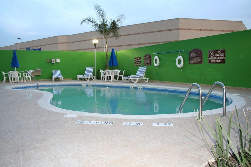 Holiday Inn Express® & Suites Toluca
