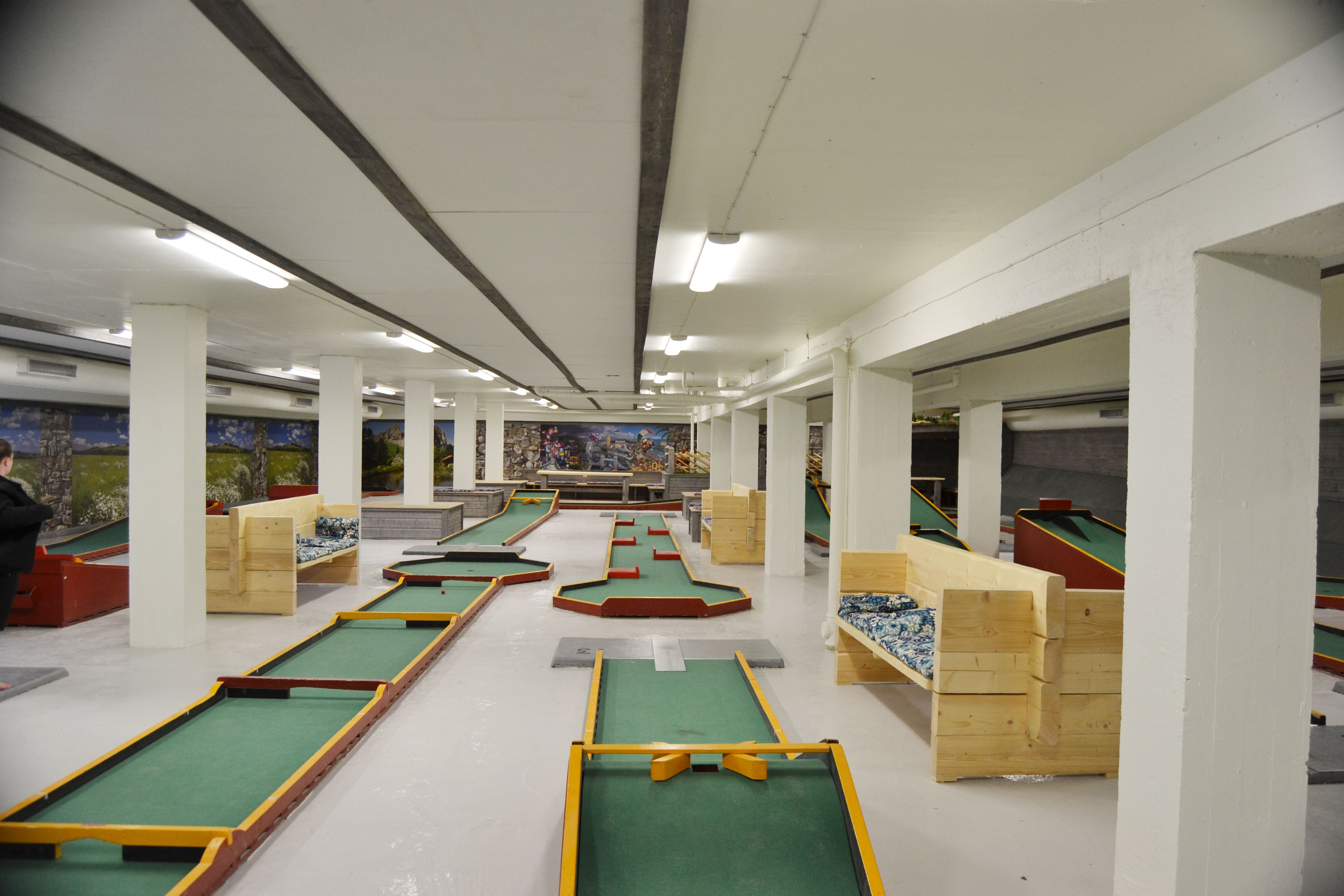 Miniature-golf (indoors)