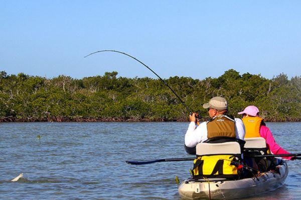 Hyr en fiskekajak