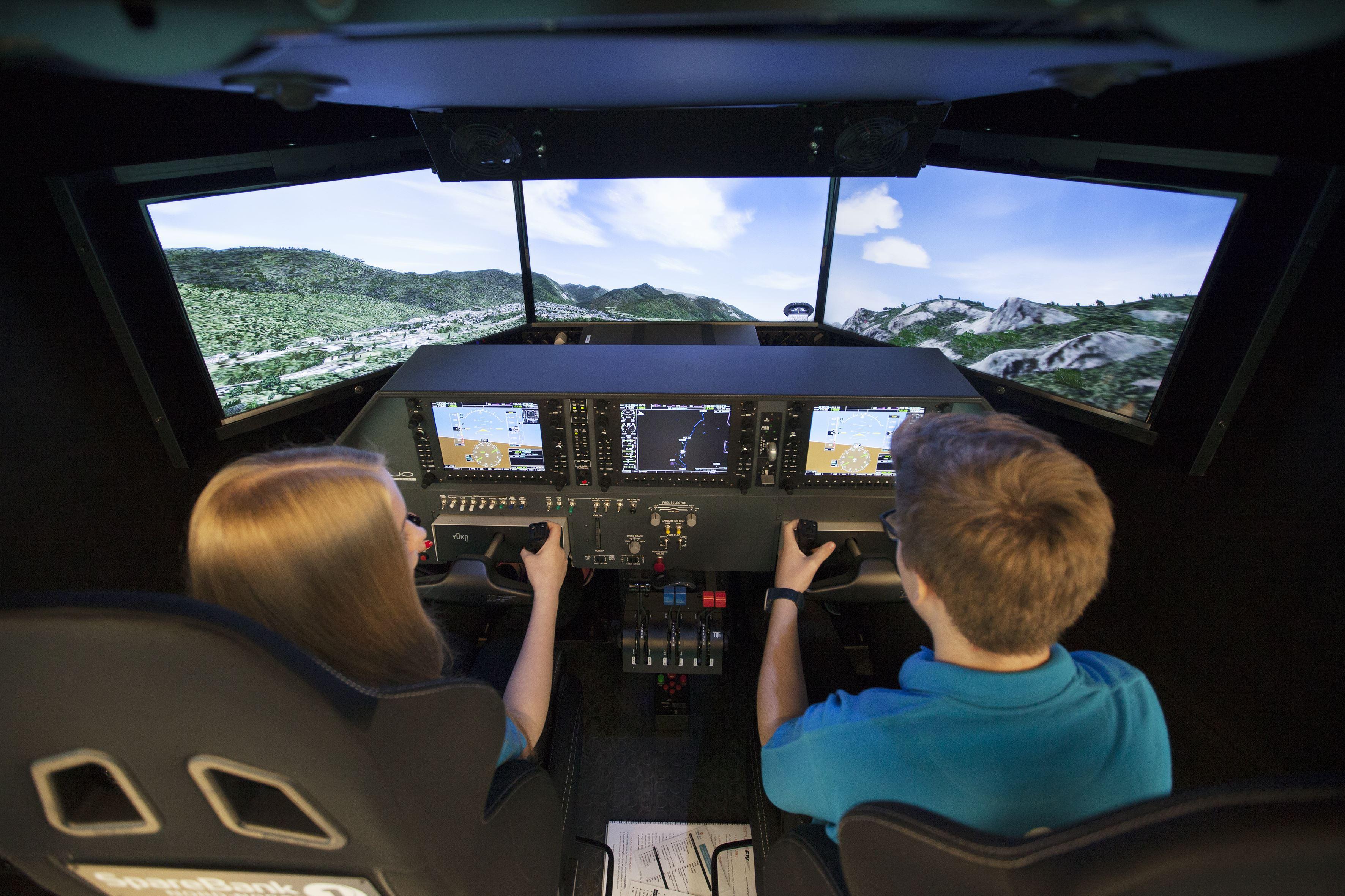 Bestill din flytur nå! - Newton Flight Academy