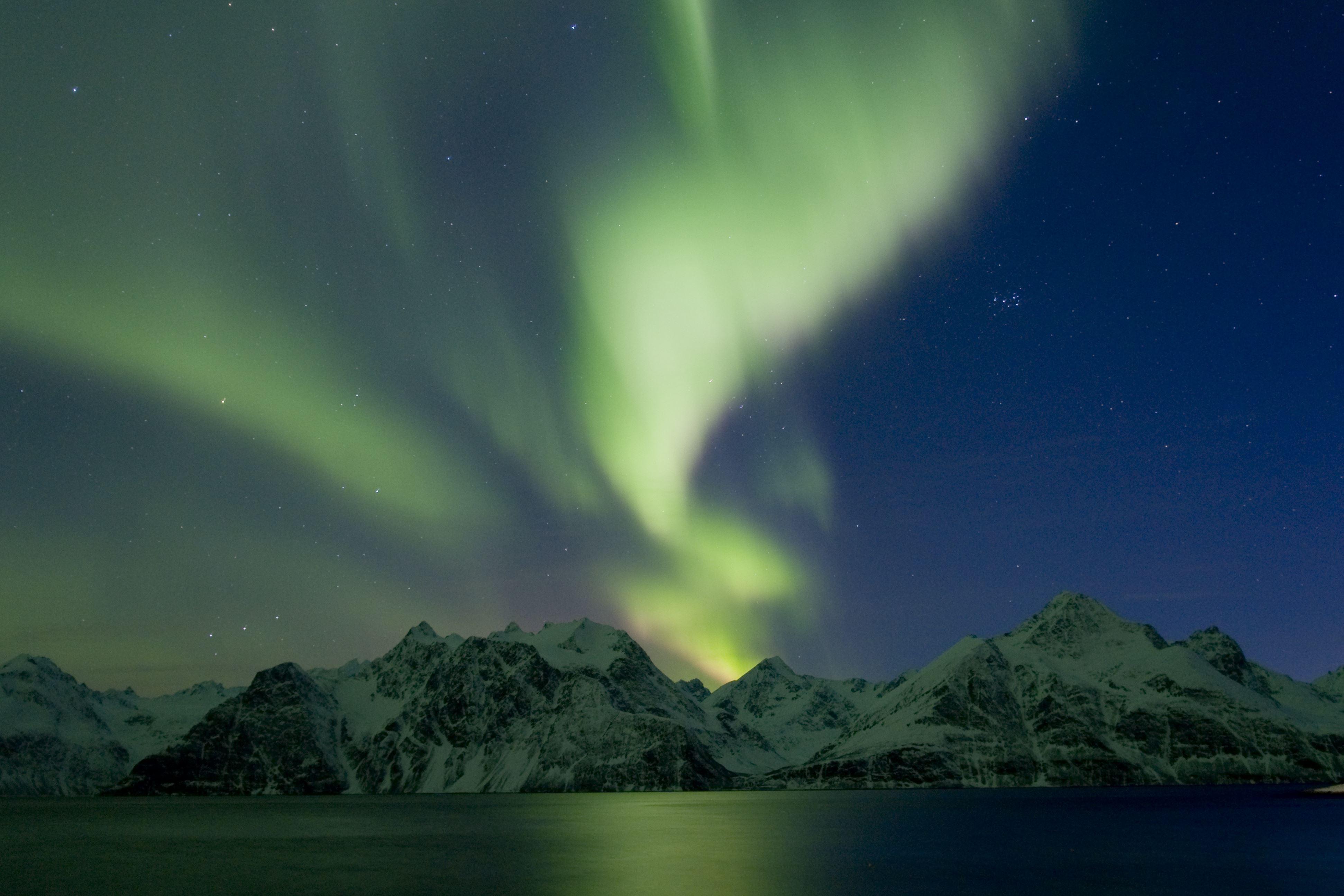 Northern Lights Hunt on Modern Sail Yacht– Boreal Yachting