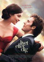 En kvinna i röd klänning och en man i kostym håller om varandra, det är omslaget till filmen Livet efter dig
