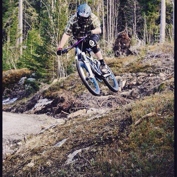 Downhill cykling i Skönviks cykelpark