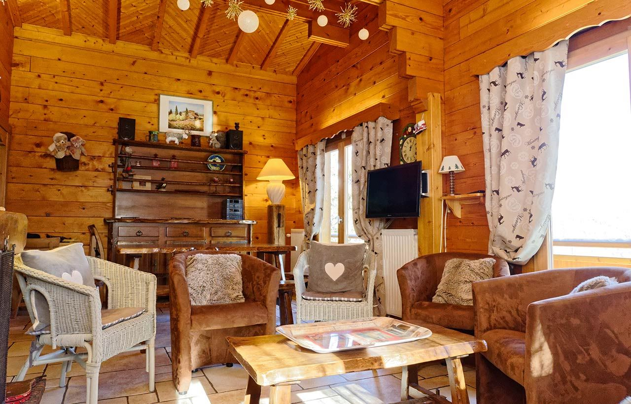 6 rooms 10 people 200m from the ski slopes / CHALET LES CHENUS (mountain of charm)