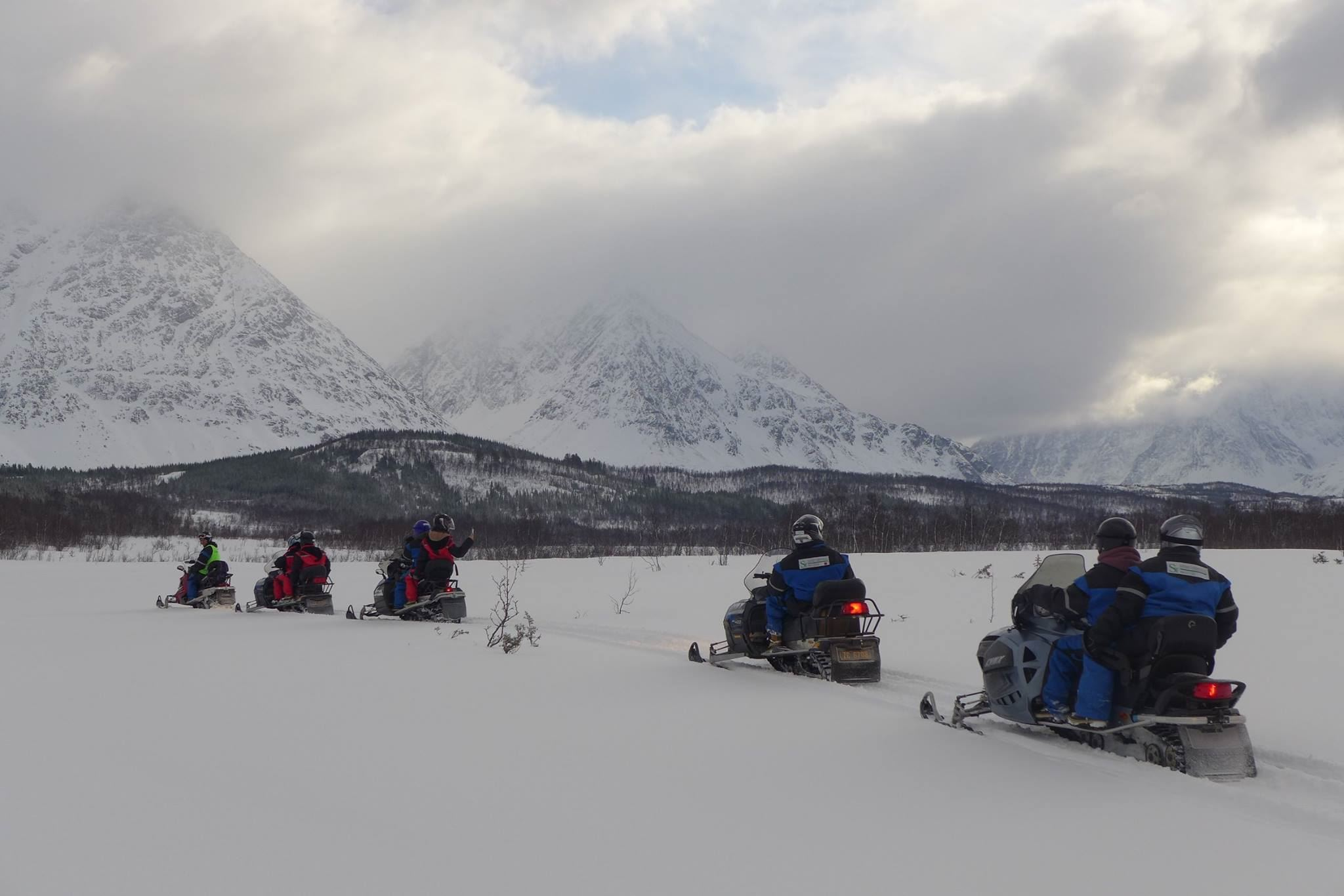 Snowmobile safari in the Lyngen Alps - Svensby Tursenter