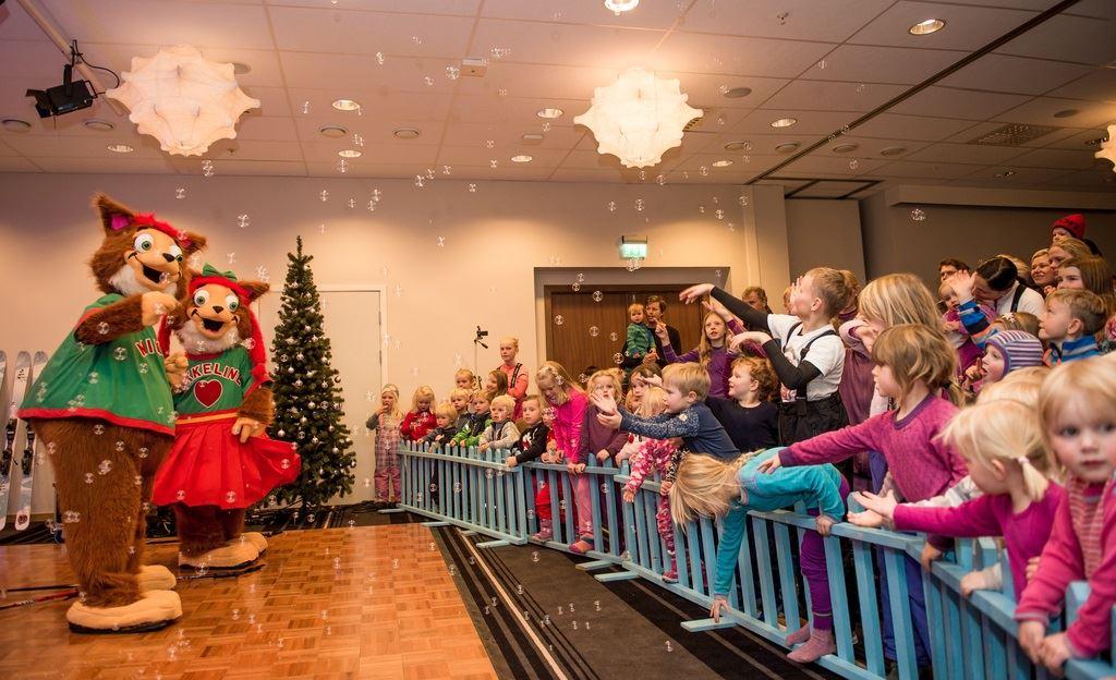 Photo: Sverre F. Hjørnevik, Familiejulebord på Myrkdalen Hotel