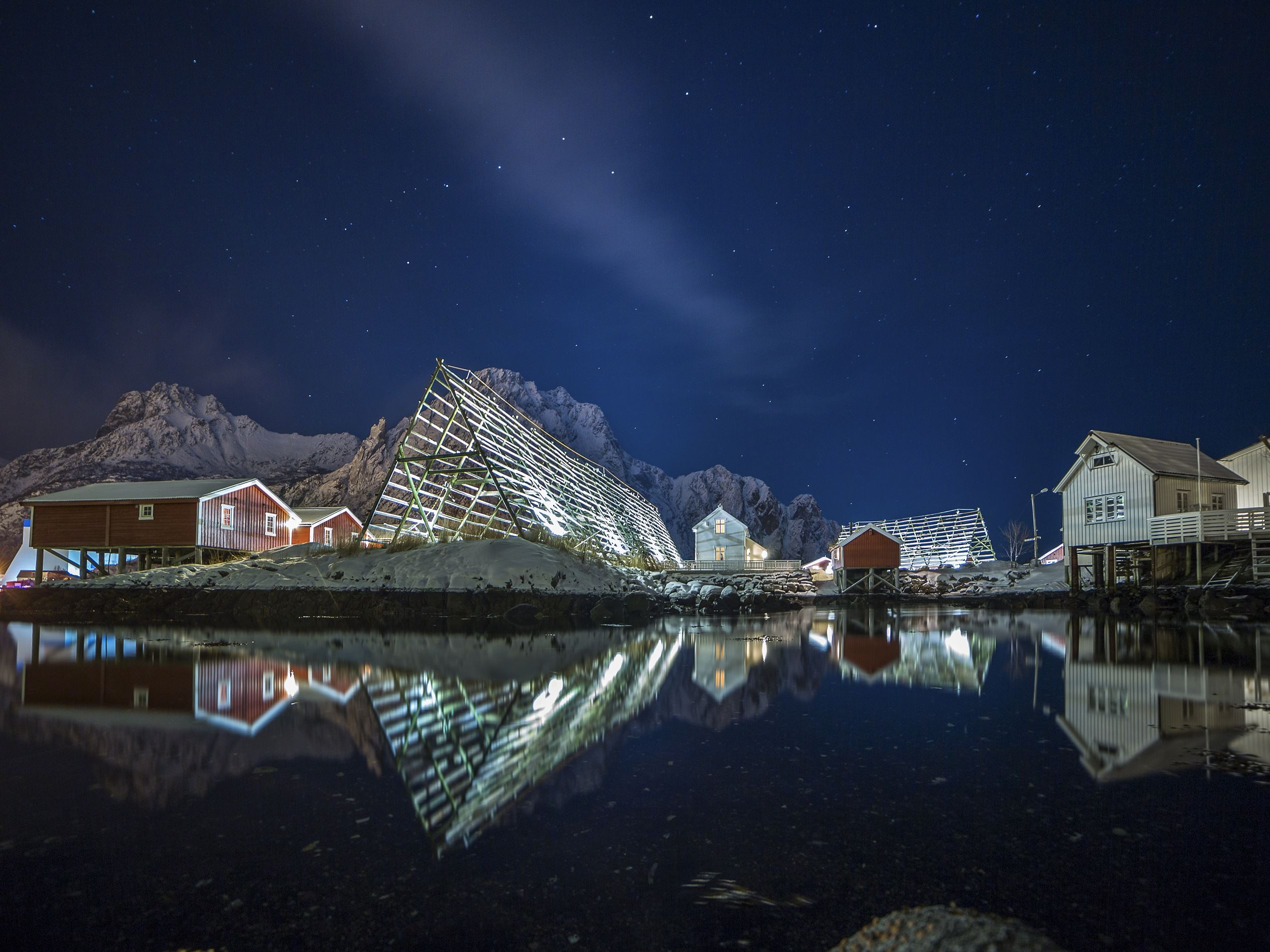© Tommy Simonsen, Svinøya Rorbuer winter night