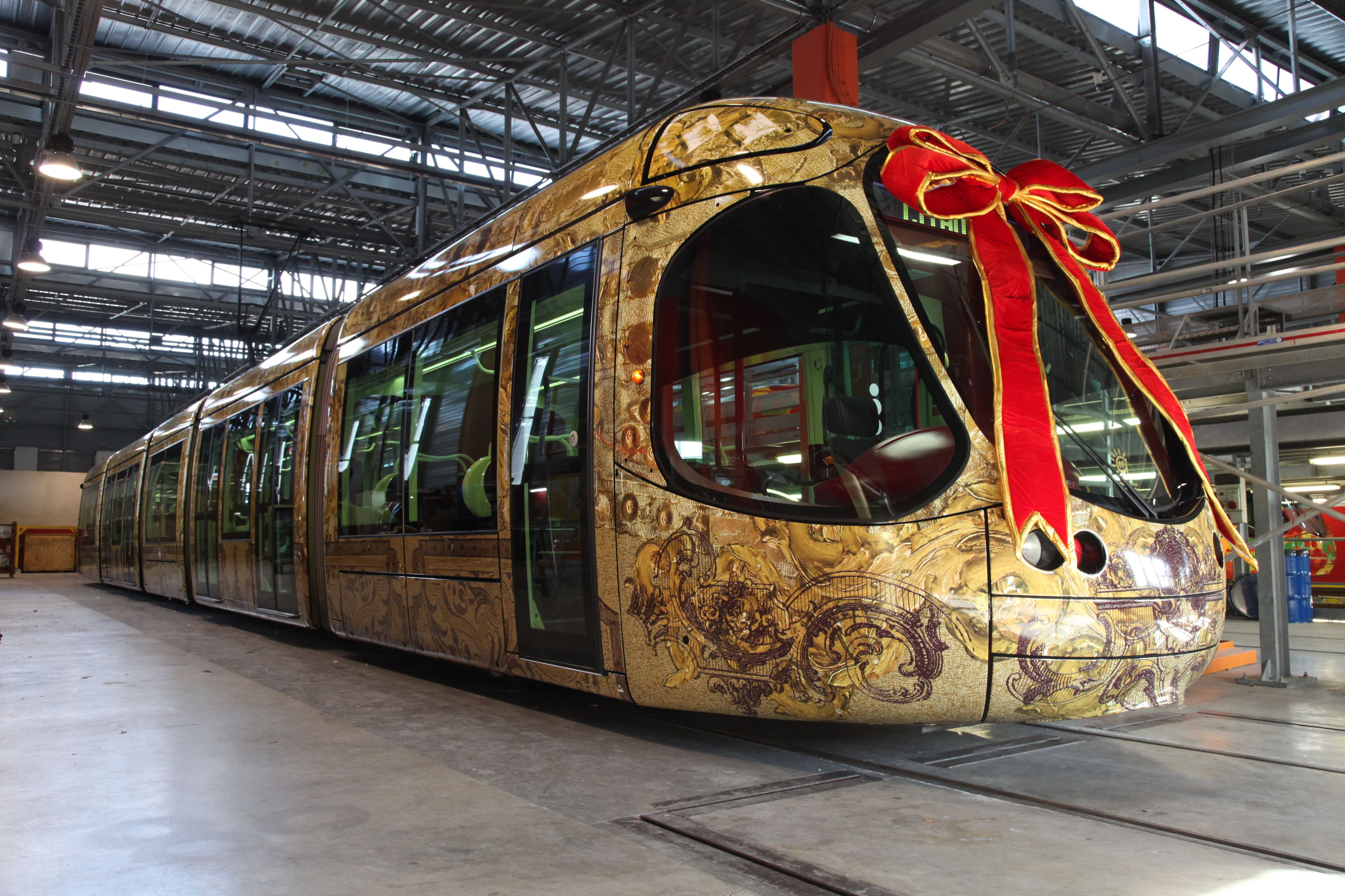 French guided tour: At the heart of tramway and bus workshops