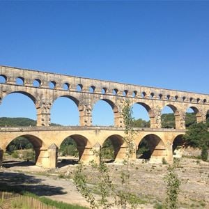 Pont du Gard/Les Baux de Provence (stop at A.O.C olive oil mill)/St Rémy de Provence - Half day tour / Demi-journée Provence Travel