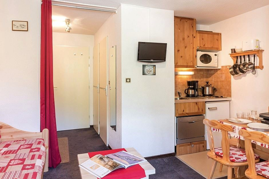 2 rooms cabin 6 Pers ski-in ski-out / SKI SOLEIL I 1111