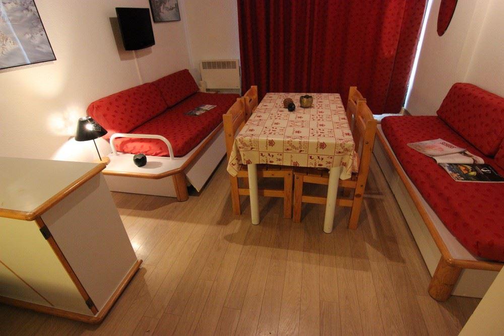 SCHUSS 230209 / 1 room 4 people