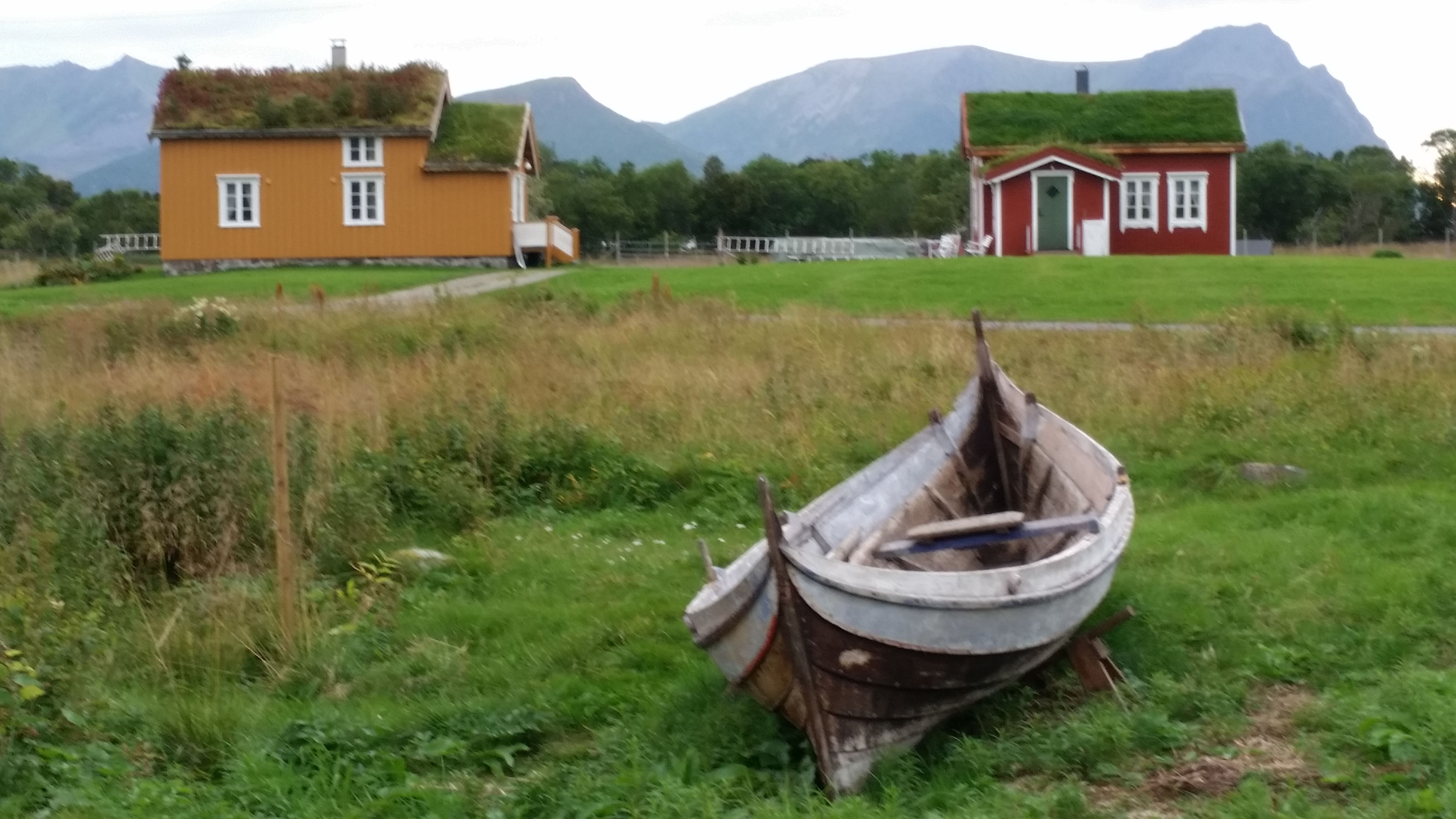 © loviktunet, The yellow house at Loviktunet