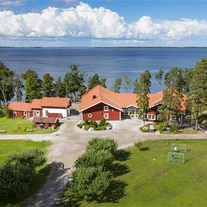 Hjälmargården & Läppe Camping/Ferienhäuser