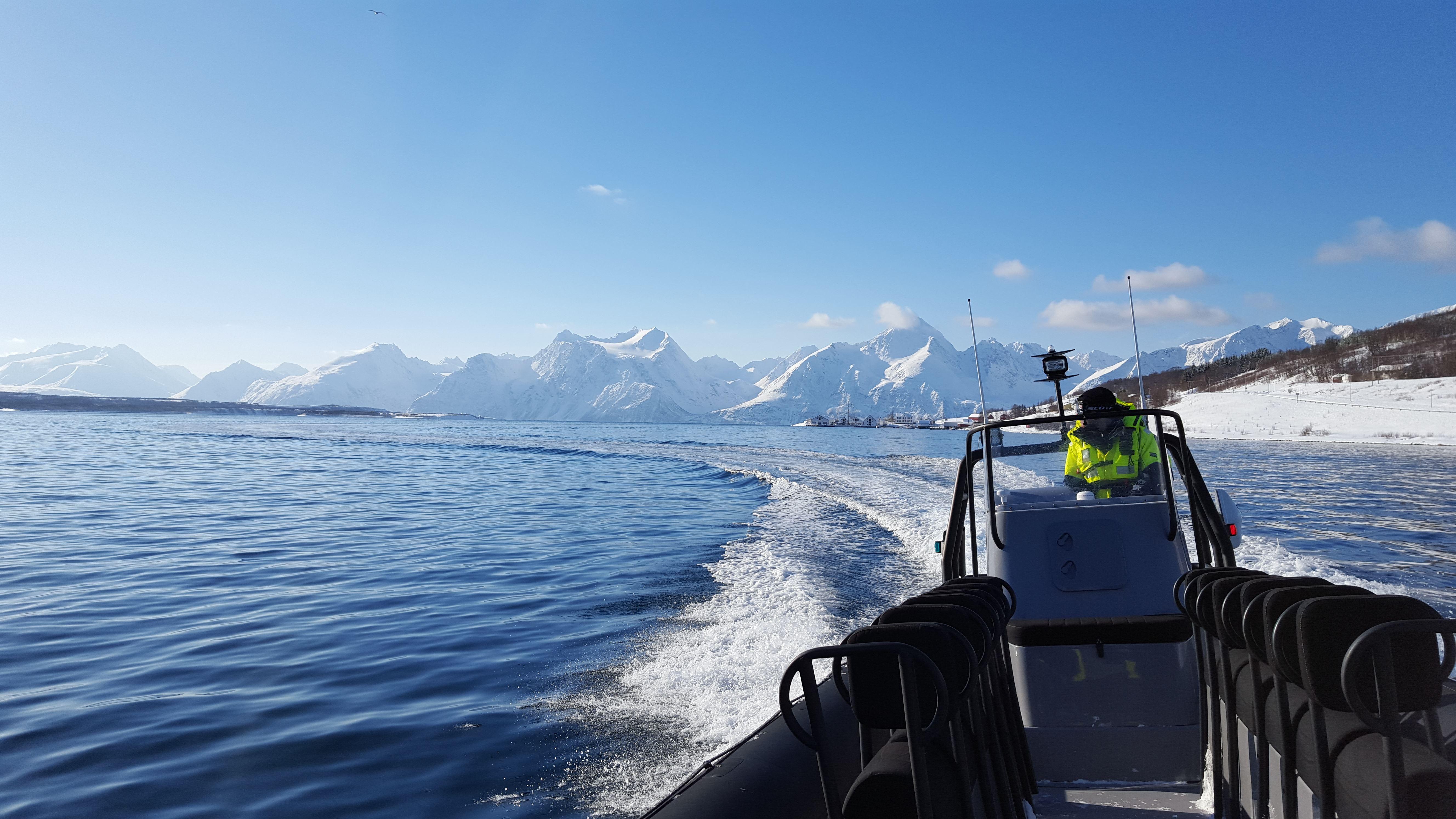 Sea to ski boat transport Lyngen Alps - Lyngen Adventure
