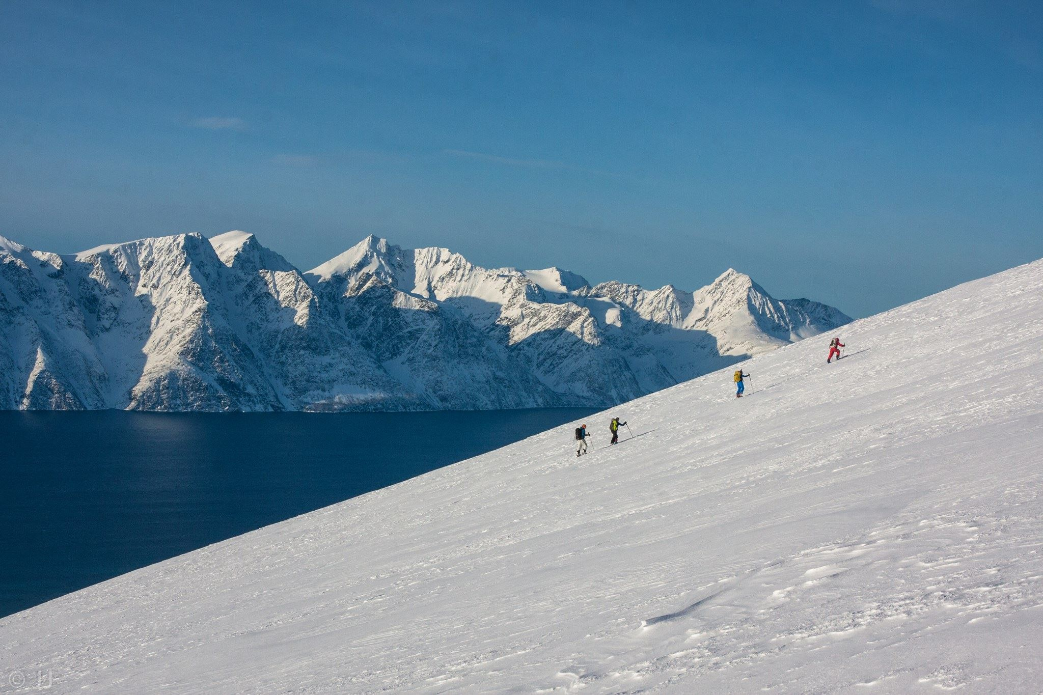 © Lyngen Adventure, Skitouring in the famaous Lyngen Alps