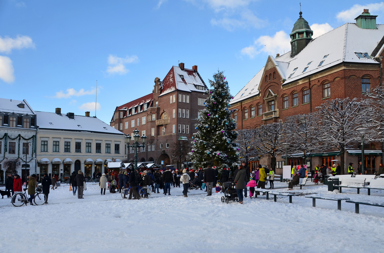 Christmas fair, horse sleigh rides and choir singing