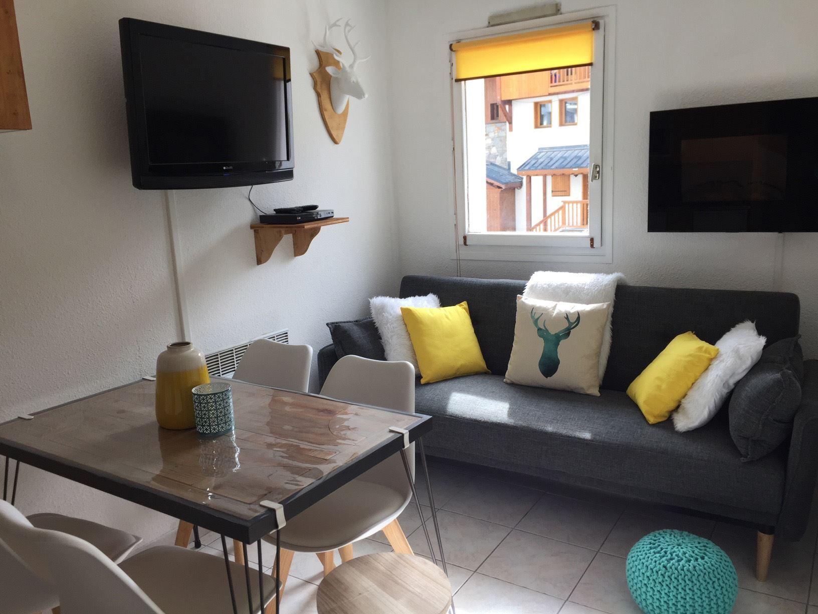 Lauzières 004 > 2 Rooms + Cabin - 4 Persons - 2 Silver Snowflakes (MCI)