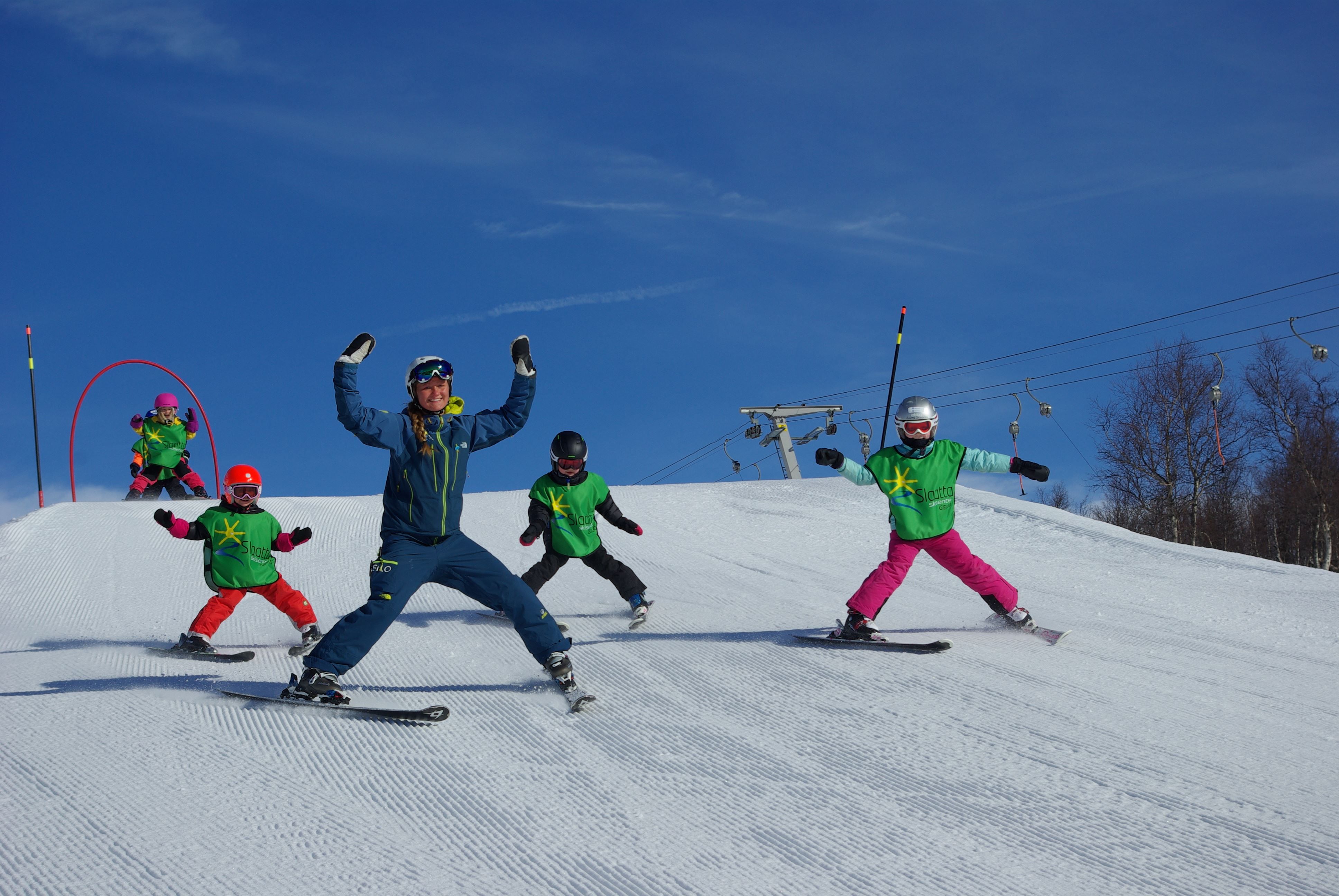 Slaatta Skisenter AS,  © Slaatta Skisenter AS, Have fun with the ski instructor and other children
