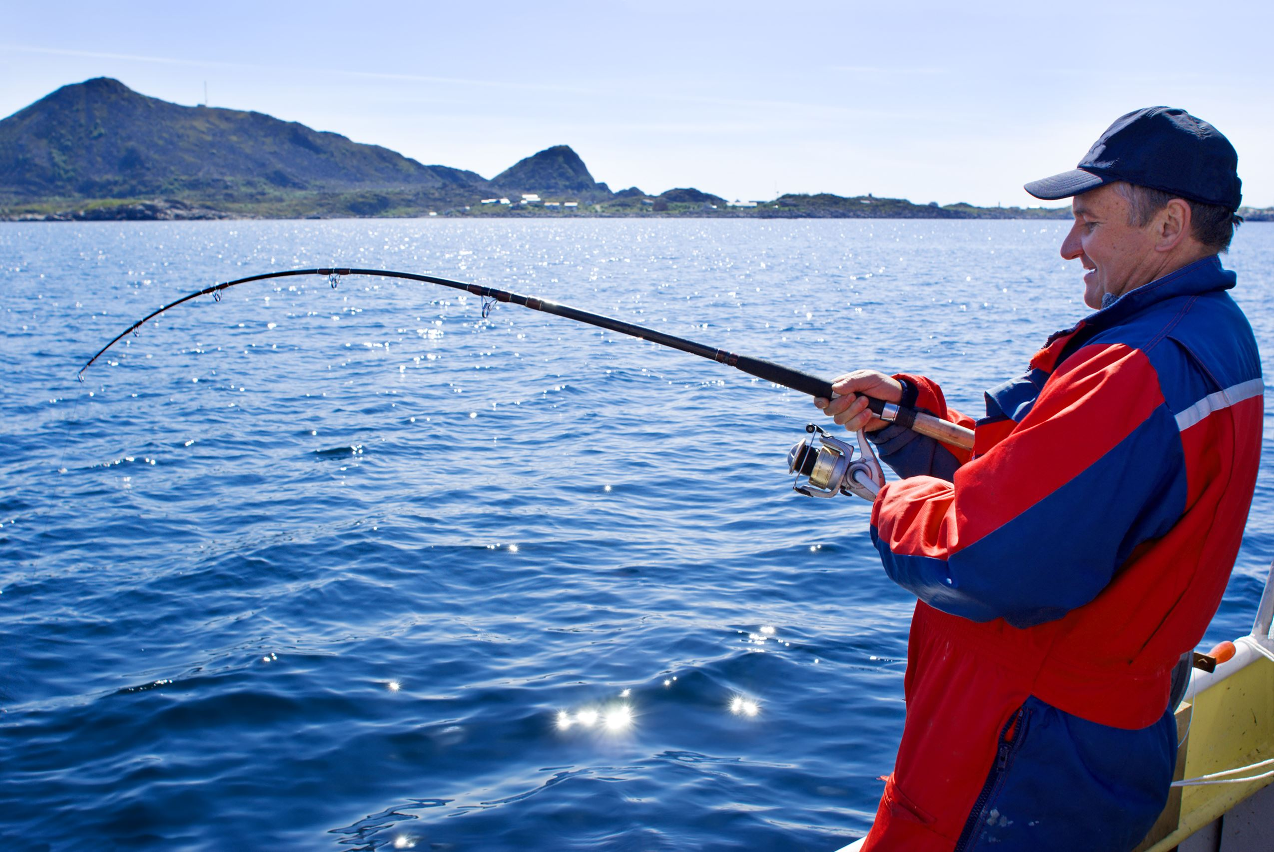 Sea fishing from the shore - at the edge of Tromsø