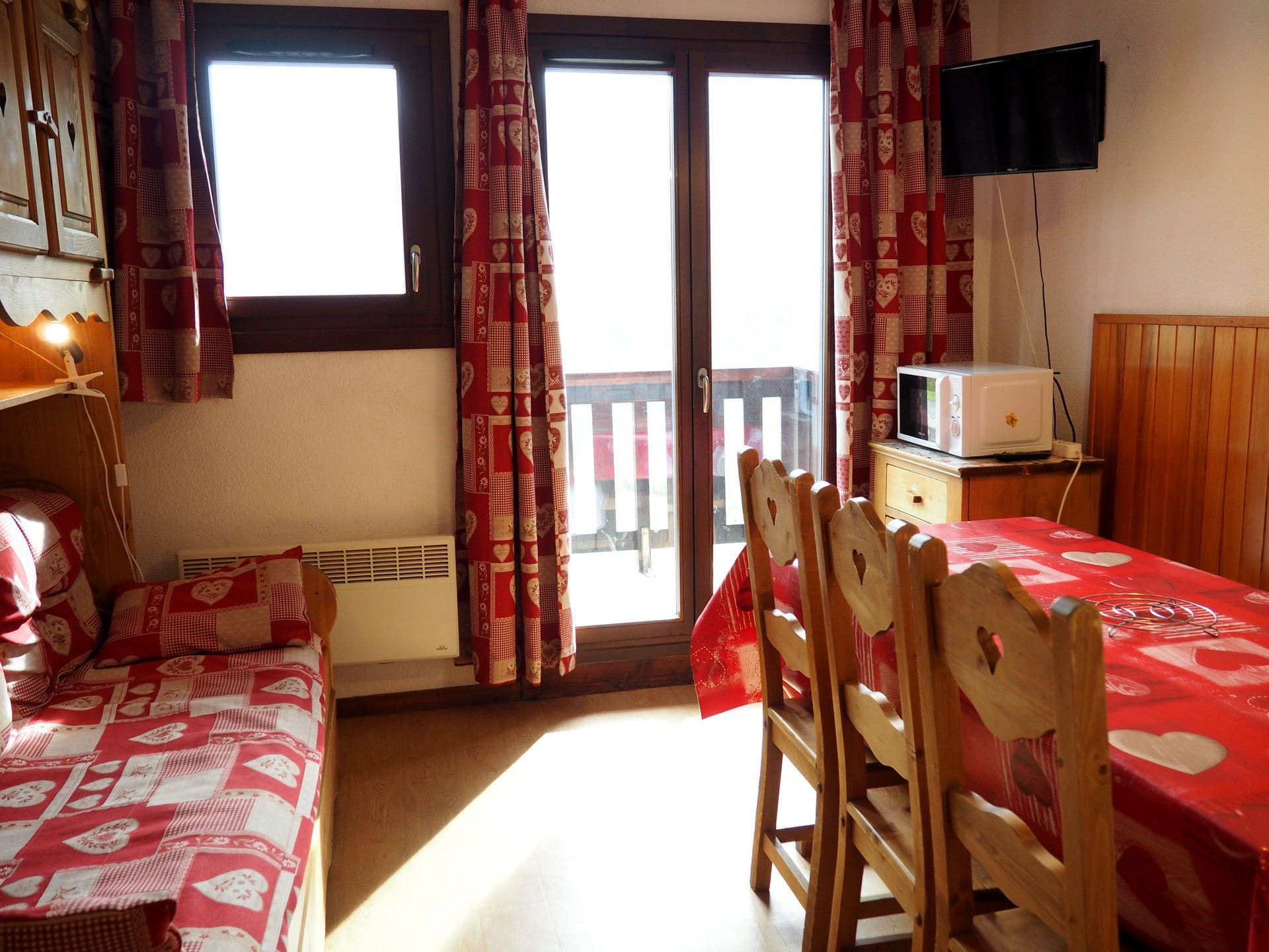 2 Rooms 8 Pers ski-in ski-out / Les Balcons d'Olympie 744