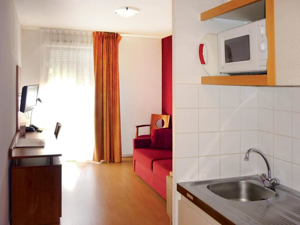 Séjours et Affaires Apparthotel 2*