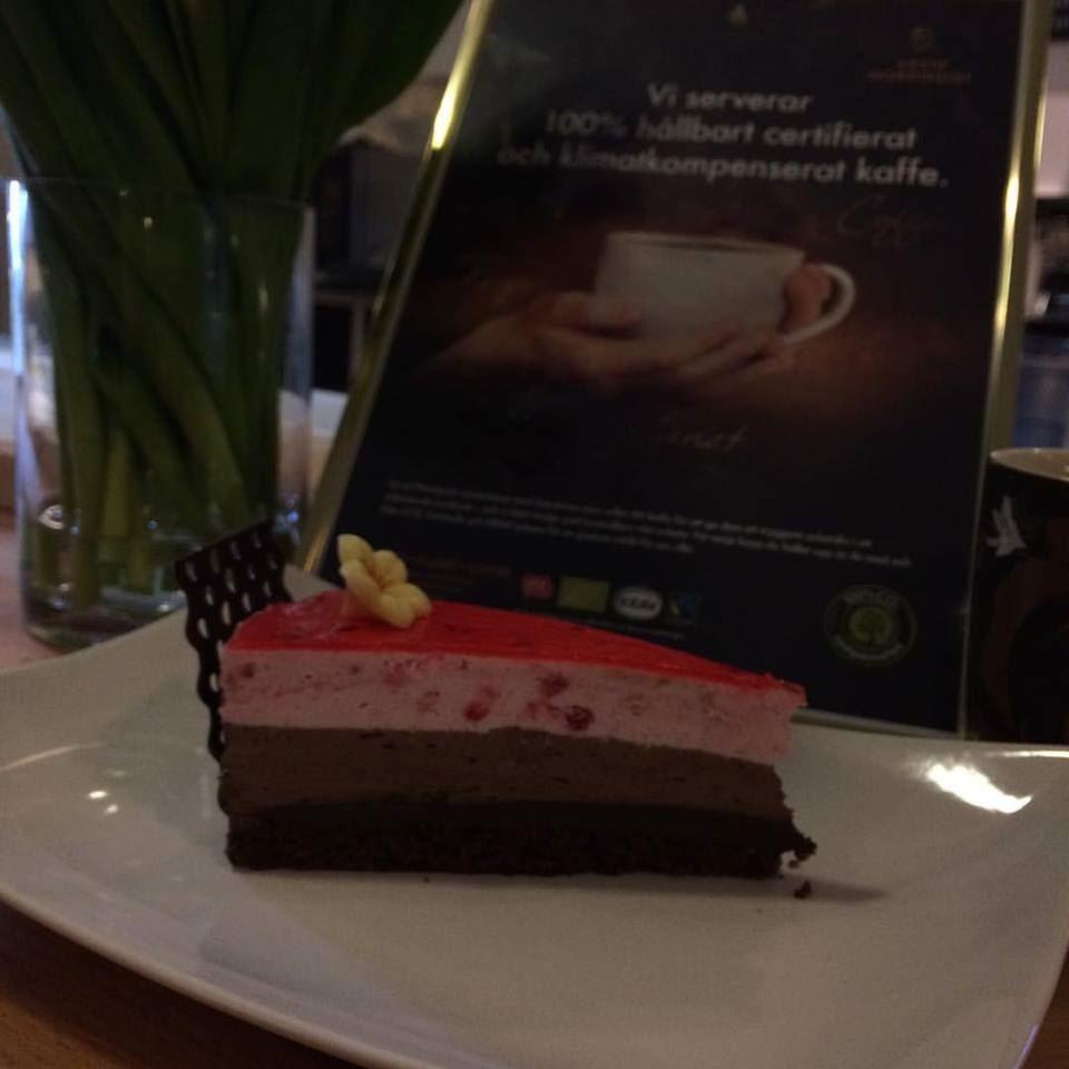Café 6 ti 6, Bakelse