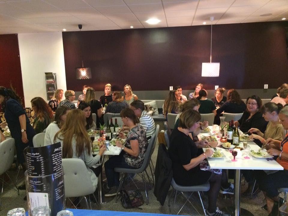 Café 6 ti 6, Ätande gäster