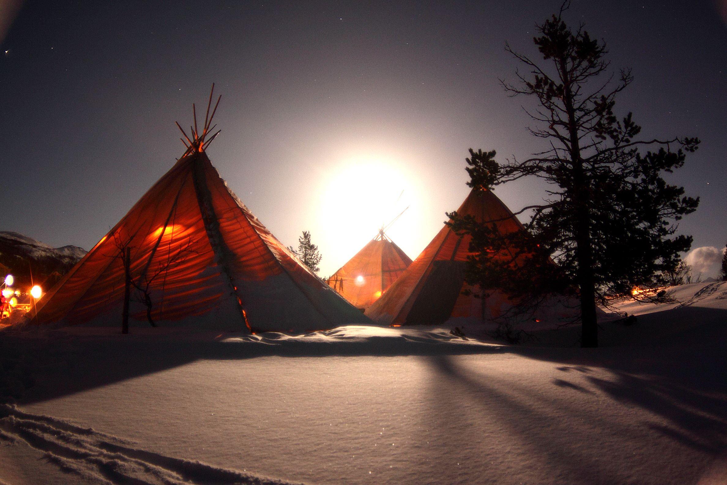Snowman - Dinner in sami laavo - Destination Snowman