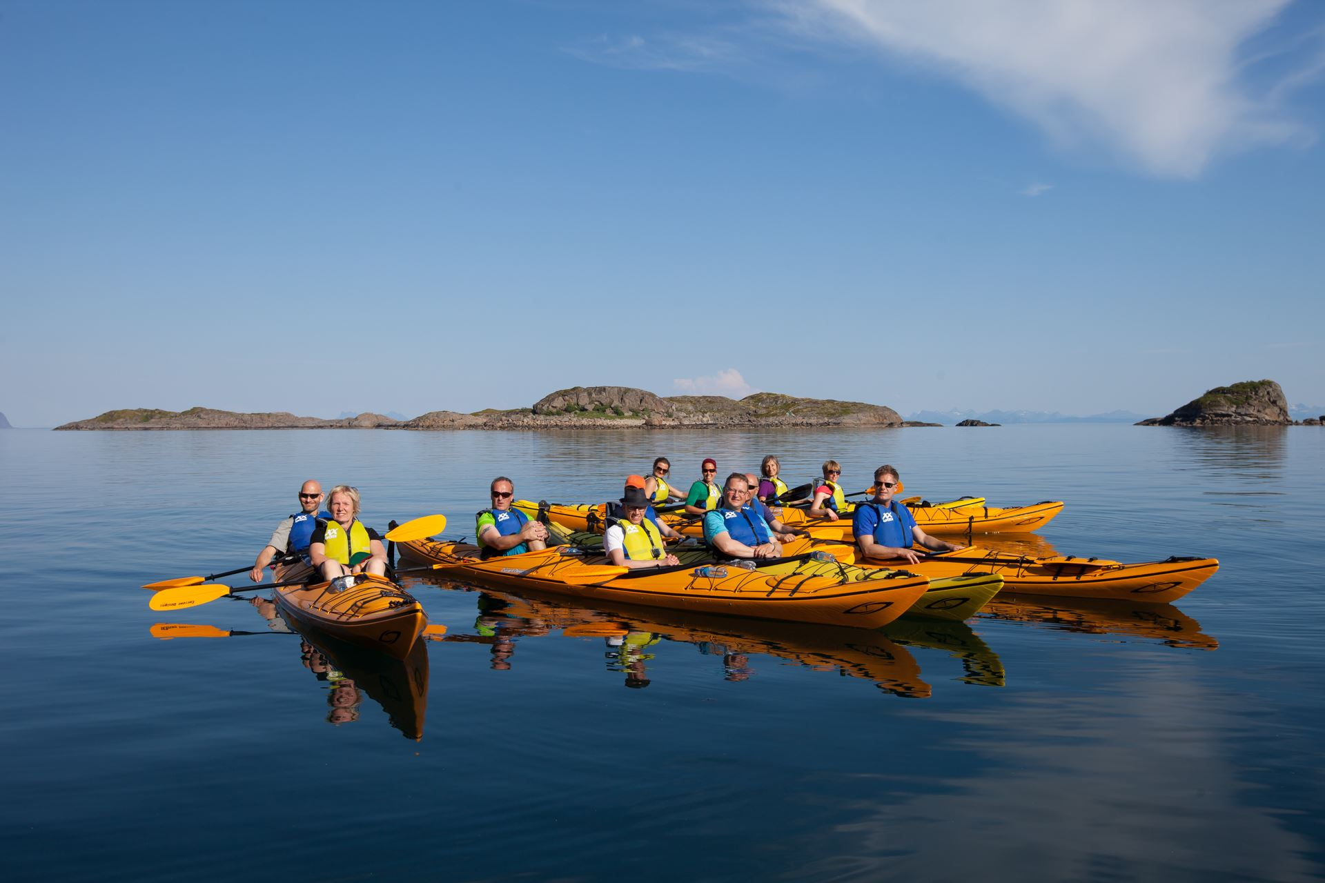 Guided kayak trip from Henningsvær
