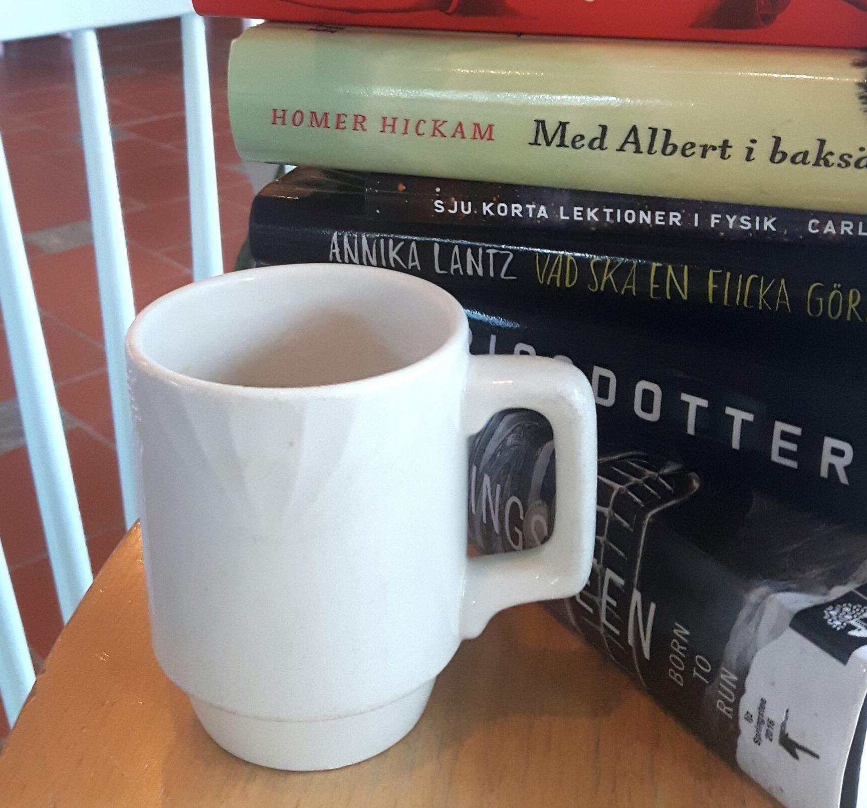 Bokcafé på Hölö bibliotek